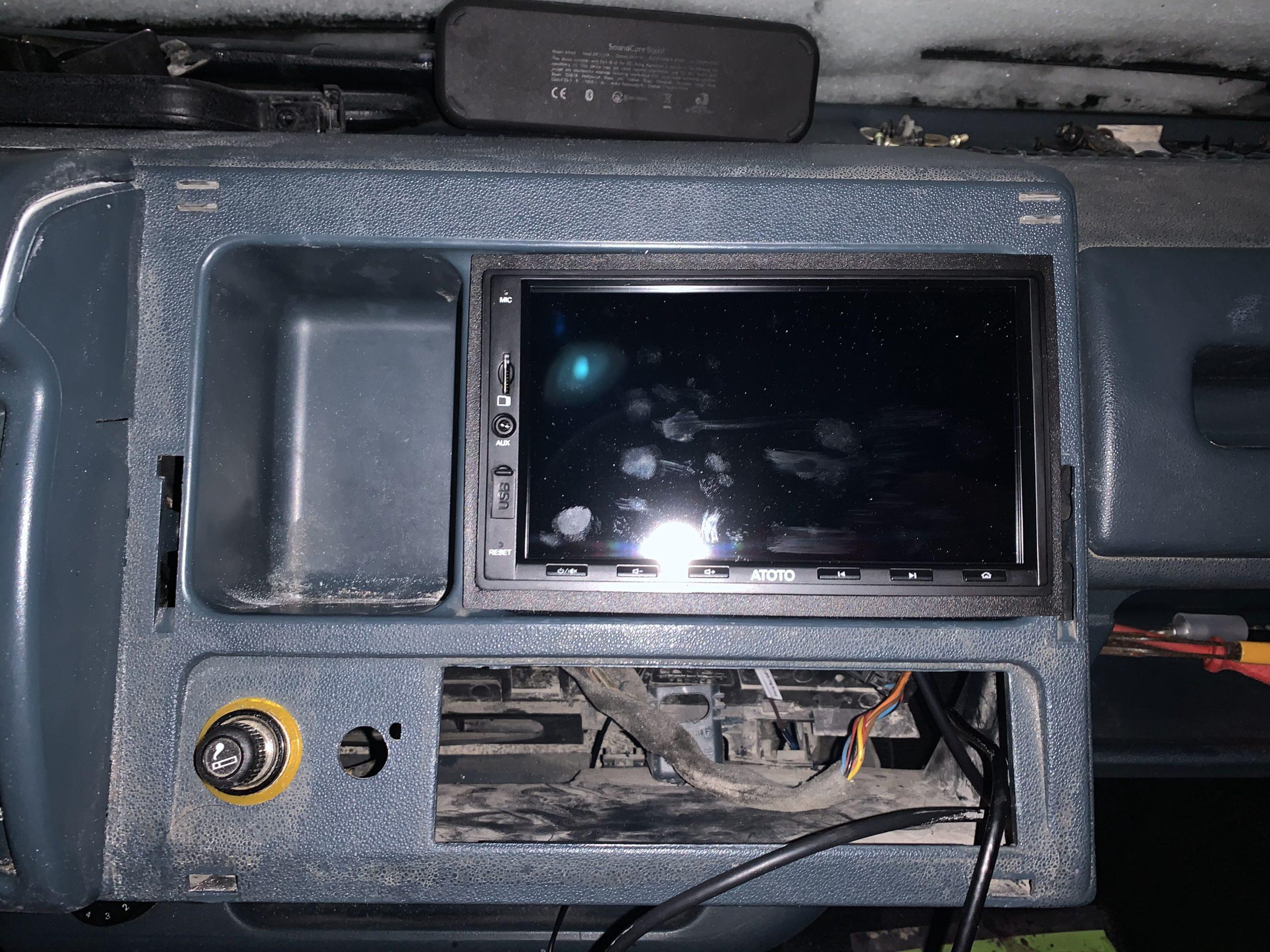 2 DIN Radio eingebaut